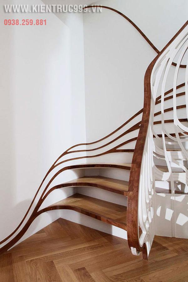Cầu thang với lan can cong mềm mại như suối tóc của cô gái.
