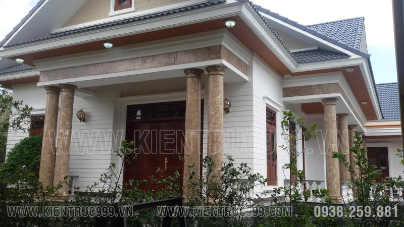 Cửa chính nhà đẹp 1 tầng Vĩnh Long xứng đáng là bộ cửa đẹp giá trị .